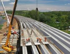 """Cum inainteaza lucrarile la podul peste Olt din """"autostrada Ford"""""""