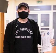 """Cum incearca Florin Citu sa devina un premier cool: tricouri cu trupe rock, fotbal in curtea scolii si nopti petrecute """"in Vama"""" VIDEO"""
