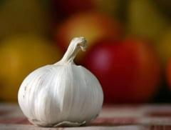 Cum indepartezi rapid mirosul neplacut de usturoi