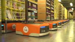 Cum muncesc robotii cot la cot cu oamenii intr-un depozit Amazon (Video)