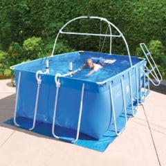 Cum poti inota 10 bazine intr-o piscina de numai 3 metri