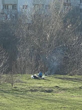 Cum respecta clujenii autoizolarea: GRATARE si FOTBAL, la iarba verde. VIDEO