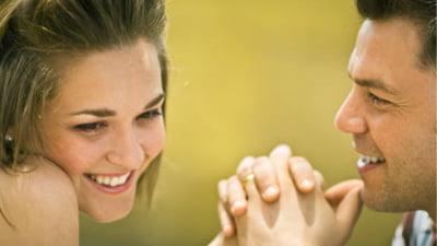 Cum sa flirtezi cu un om timid