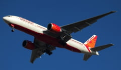 Cum se ciocnesc doua avioane de pasageri pe pista (Video)