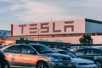 Cum si-a dat Elon Musk cu Tesla-n afacere dupa un 2020 extraordinar