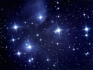 Cum sunt pacaliti romanii care cumpara stele - unicul mod oficial de a avea numele pe cer