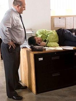 Cum sustii angajatii care muncesc pana aproape de epuizare
