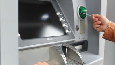 Cum trimiti bani rudelor si prietenilor de la ATM