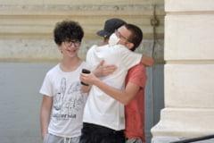 Cum văd specialiștii revenirea obligativității purtării măștii, în jurul școlilor din București