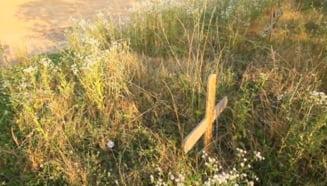 Cum vor trece constructorii Autostrazii Deva-Lugoj peste un cimitir ilegal (Video)