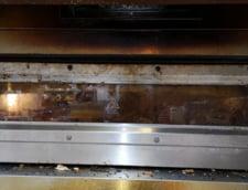 Cuptor murdar la Carrefour Constanta