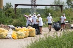 Curatenie pe Dunare si la malul Marii Negre: 400 de voluntari au adunat 10 tone de deseuri
