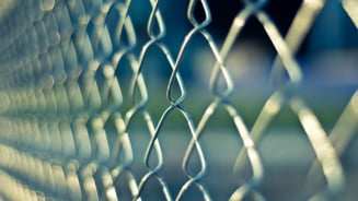 Curiosul caz al detinutului care a invins in instanta doua penitenciare si a primit daune morale de 3.000 de lei