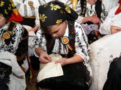 Curs gratuit de tesut-cusut traditional pentru clujeni la Scoala Populara de Arte