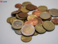 Curs valutar: Euro a crescut, dar foarte putin. Dolarul face un pas in spate