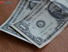 Curs valutar: Euro a scazut, dar dolarul si francul elvetian au sarit de 4 lei