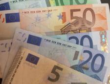 Curs valutar: Euro coboara sub 4,55 lei