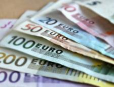 Curs valutar: Euro creste, dar leul se tine, totusi, tare fata de franc si dolar