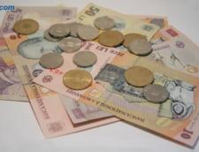 Curs valutar: Euro scade usor, dolarul creste