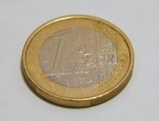 Curs valutar: Euro scade usor, dolarul urca vertiginos