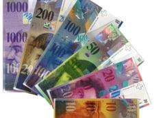 Curs valutar: Francul sare de 4,5 lei. Nou record pentru moneda elvetiana