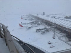 Cursa Blue Air spre Madrid, reprogramata pentru duminica, la ora 15:00, din cauza conditiilor meteorologice
