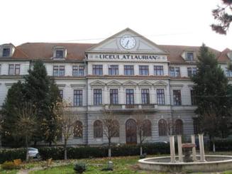 Cursuri exclusiv online la doua colegii din Botosani