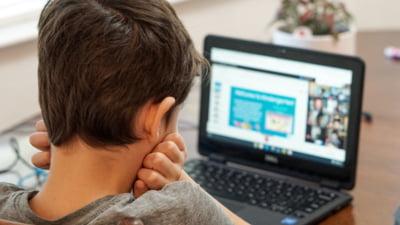 Cursuri online în 128 de școli, din 54 de localități unde rata de infectare a depășit 6 la mia de locuitori