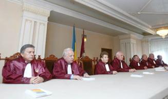 Curtea Constitutionala discuta miercuri legea privind comasarea alegerilor