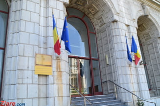 Curtea de Conturi: Sute de mii de lei pentru salarii, acordate ilegal de Ministerul Justitiei