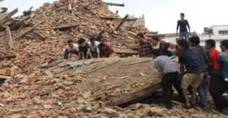 Cutremur devastator in Nepal: Replica de 6,7 grade. Salvatorii sapa cu mainile goale dupa supravietuitori