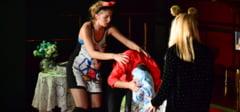 DAMBOVITA: Spectacol de teatru oferit gratuit de Primaria Titu, la Casa de Cultura!
