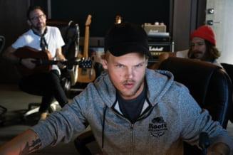 DJ Avicii s-ar fi sinucis provocandu-si rani cu cioburi