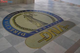 """DNA a retinut un fals """"procuror sef birou"""". Acuzatia: Cerea spagi de mii de euro pentru interventii in anchete"""