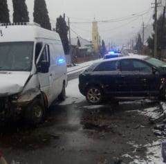DOUA ACCIDENTE IN BAIA MARE DUPA PRIMA NINSOARE - Circulati prudent pe drumurile acoperite cu zapada, gheata sau polei!