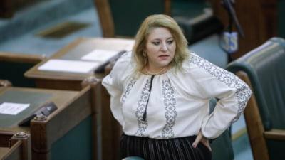 DSP Iași a depus plângere penală pe numele Dianei Șoșoacă. Senatoarea a blocat un centru de vaccinare din comuna Răchiteni