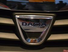 Dacia Duster tracteaza un Porsche Macan blocat pe un traseu montan (Foto)
