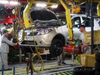 Dacia intrerupe productia, luni si marti - angajatii, in somaj tehnic