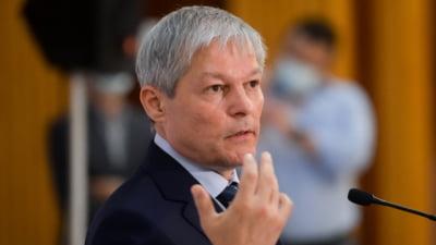 """Dacian Cioloş nu a fost întâmpinat la sediul PNL. """"Am venit să aflu ce pot ei oferi României"""". Florin Cîțu, cu geacă de piele şi şapcă, la discuţii"""