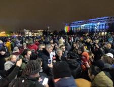 Dacian Ciolos si Dan Barna la protest