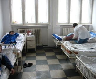 Dambovita: Sute de bolnavi neuropsihici cronici risca sa ajunga in strada