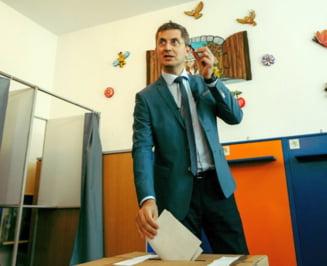 Dan Barna a votat impreuna cu toata familia: Astazi, Romania decide cum va arata turul doi si daca vom avea dezbateri (Video)