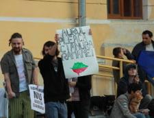 Dan Perjovschi si pancarte anti Rosia Montana