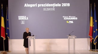 Dancila a venit la Parlament cu daruri pentru Iohannis: Tricolorul, Constitutia si o Biblie