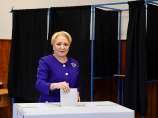 Dancila a votat impreuna cu sotul si Olguta Vasilescu. In sectie, a avut si un tipic moment de confuzie (Video)