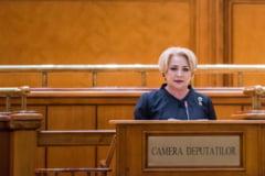 "Dancila i-a adresat un ""mesaj de pace"" lui Iohannis in Parlament: Sa aniversam Ziua Nationala intr-un climat de liniste, las in spate jignirile"