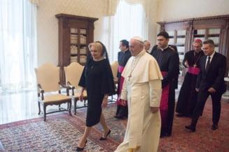 "Dancila i s-a adresat Papei in ""romgleza"": ""Sfintia Voastra, I am very glad for this opportunity"" (Video & Audio)"