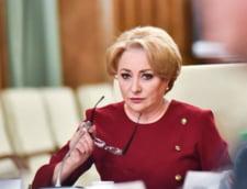 Dancila nu e de acord cu Teodorovici: Nu avem cum sa-i obligam pe studenti sa ramana in tara si nici nu ar fi corect