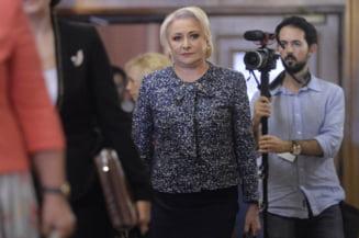 Dancila s-a laudat in Guvern cu discursul din PE si a reluat informatiile trunchiate. A fost primita cu aplauze de ministri