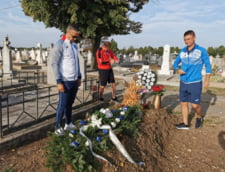 Daniel Pancu si Andrei Cristea au depus coroane de flori la mormantul fostului antrenor Ionut Popa